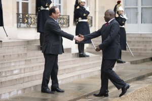 French President Francois Hollande (L) welcomes Burundi's President Pierre Nkurunziza prior a meeting at the Elysee Palace in Paris on March 11, 2013.  AFP PHOTO / FRED DUFOUR        (Photo credit should read FRED DUFOUR/AFP/Getty Images)